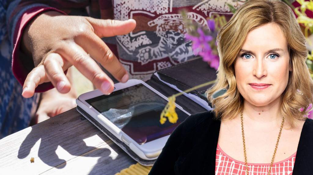 """<a href=""""https://www.aftonbladet.se/family/a/vQ8Mkm/sa-latt-raderade-4-aringen-min-lasta-telefon"""">Krönika: Så lätt raderade 4-åringen allt på min låsta telefon</a>"""