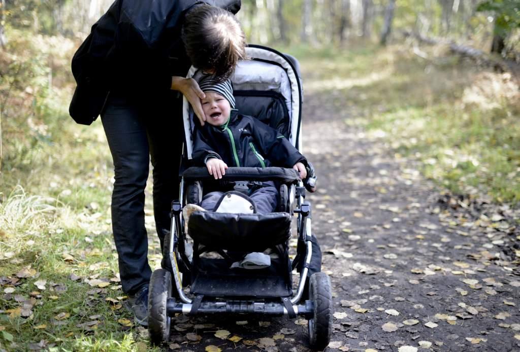 """<a href=""""https://www.aftonbladet.se/family/a/AdJ8rE/sa-hanterar-du-barn-i-trotsaldern"""">7 tips: Så hanterar du barn i trotsåldern</a>"""